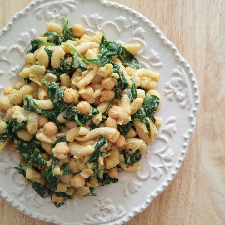 Cheesey Macaroni with Chickpeas and Spinach